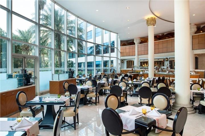 Sheraton jumeirah beach resort and towers jumeirah beach for Dubai beach hotels cheap