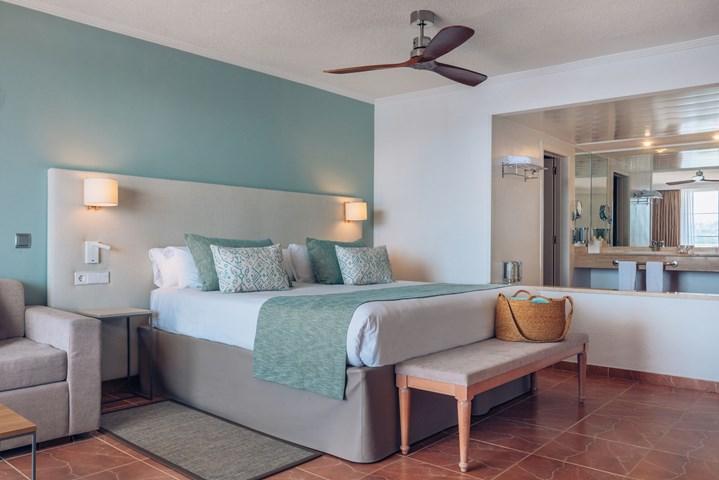 Iberostar suites hotel jardin del sol adults only majorca for Jardin del sol santa ponsa