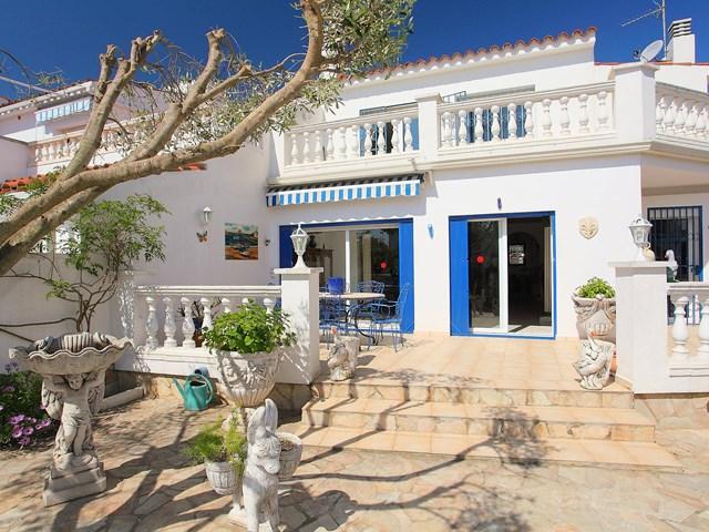 Holiday house empuriabrava ref 920 1 costa brava spain for 45 upper terrace san francisco